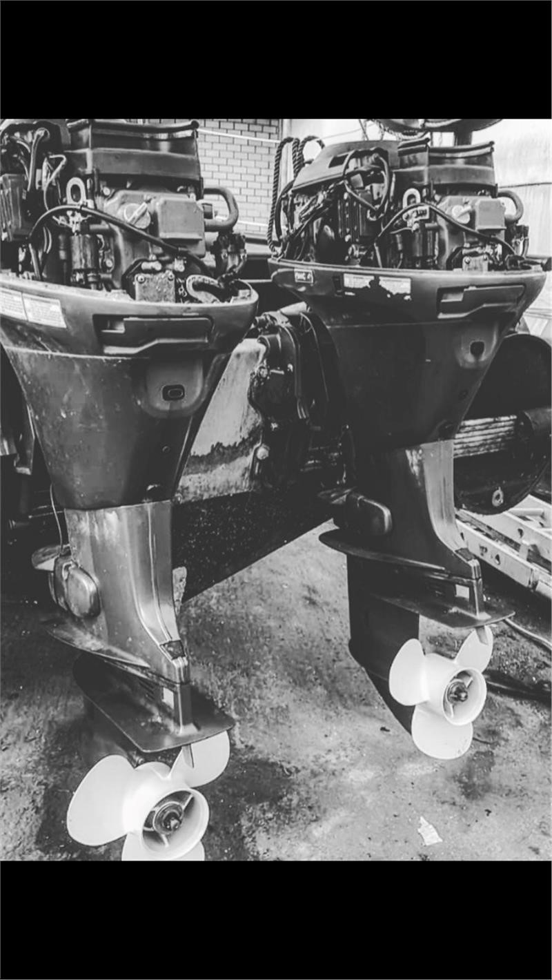 Refurbished Gearboxes On Twin Yamaha F25 FET Outboards
